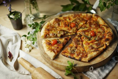 Margherita Pizza with Sun-dried Tomatoes