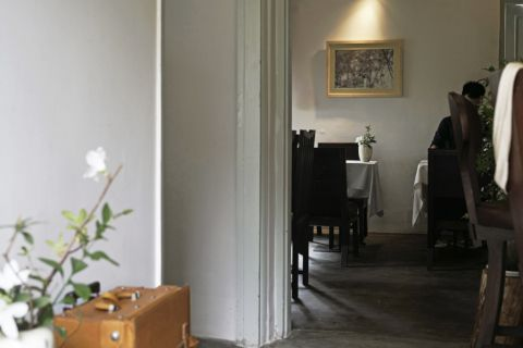 First impression of entering émai home, dining room seen through painted archway.