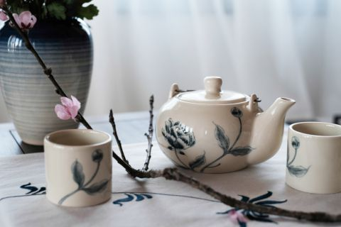 Tea pot and cup made by Authentique